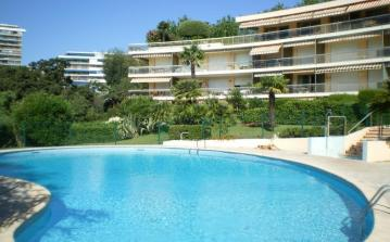 Luxury 2 bed apartment in Cannes. Sleeps 7. (CANN103)