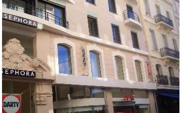 CANN104 - Luxury 3 bed apartment in Cannes. Sleeps 6. Aircon.