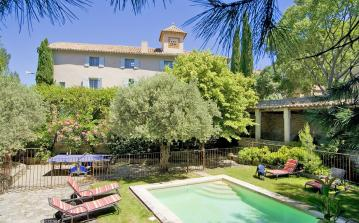 Large Stylish Villa in Provence. Private Pool. 8 bedrooms, to sleep up to 14 (CARP104EE)