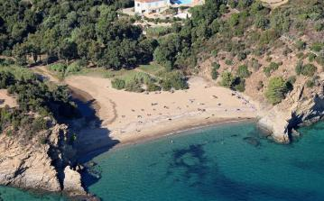 Villa With DIrect Access to Beach. Cavalaire Sur Mer. Sleeps 10, 5 bedrooms (CAVSM101)