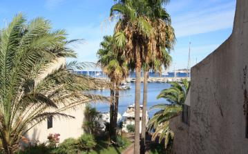 COG107D - Spacious 2 bedroom apartment in Cogolin with large terrace, sleeps 5-6.