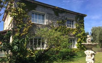 Large house plus gite, 7 bedrooms sleeping 15 people, private heated swimming pool, located in Espondeilhan.  (ESP105)