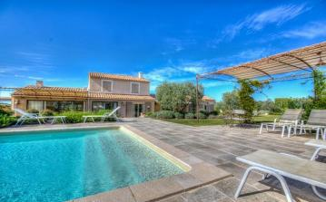 Wonderful Mas located in Eygalières, with private pool. 4 bedrooms to sleep up to 9 (EYGA103)