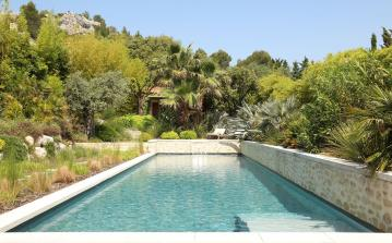 Striking, contemporary villa in Eygalières with Pool. 3 bedrooms, sleeps 6 (EYGA113EE)