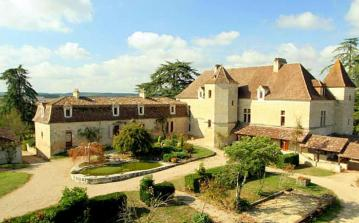 Picturesque Chateau in Eymet in the Dordogne, tennis court, private pool, sleeps 34. (EYM101OL)