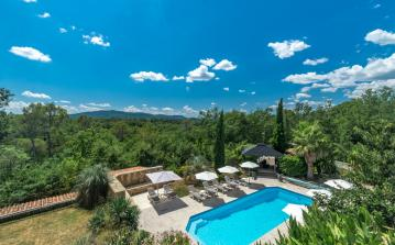 Spacious and lovely villa in Fayence with all amenities, private pool and 6 bedrooms sleeping 12 people.  (FAY105)