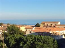 Apartment in St Pierre sur Mer with tennis, shared pool, 500m from beach. 2 bedrooms, sleeps 4-5 (FLEU102)