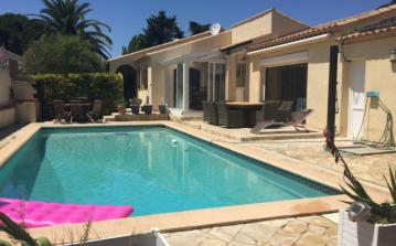 Detatched villa on one floor, with a private pool. Sleeps 10 people. (GRA101)