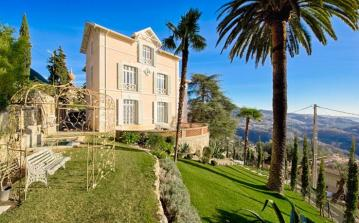 GRAS120F - Elegant, Luxurious Mansion with Pool near Grasse. Sleeps 13, 9 Bedrooms