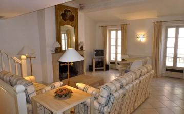 GRIM114D - Large 2 bedroom apartment in the heart of Grimaud, sleeps 5.