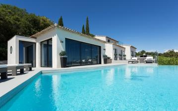 Villa with Stunning Views and Infinity Pool and Jacuzzi. 5 bedrooms, sleeps 10 (GRIM134PV)