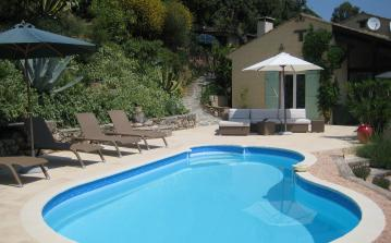 LCV103 - Delightful villa with stunning views over Baie de Cavalaire and pool. Sleeps 4, 2 bedrooms