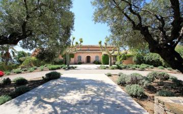 Magnificent Bastide with Large Pool, Tennis Court and Helipad. 7 bedrooms to sleep 14 (LCV106HR)
