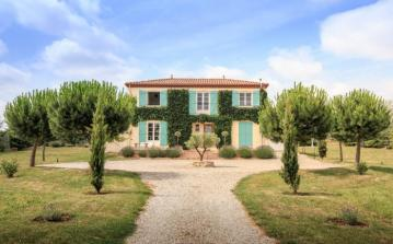 A stunning, luxury, country-style villa with private pool. Sleeps 14, 6 bedrooms. (LIM102OL)