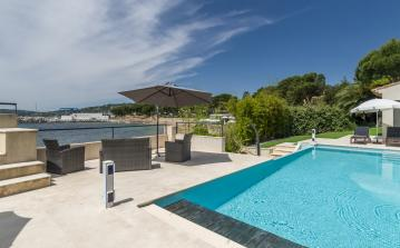Villa by the beach, near Frejus and Port Grimaud. Sleeps 8. (LISS101)