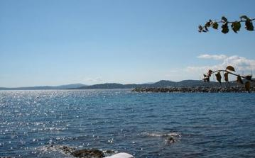 House right on the sea coast in Les Issambres. Sleeps 8 - 12. (LISS103D)