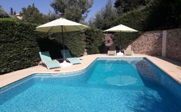 Peaceful Villa, Short Walk to Beach. Private Heated Pool. Sleeps 8 - 10 in 5 bedrooms (LISS109)