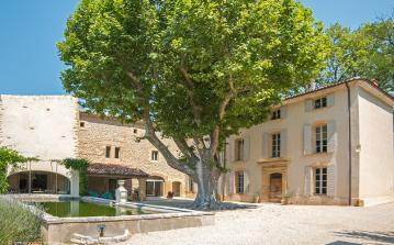 Stunning property in Lourmarin with 2 pools, air conditioning, large grounds, tennis court and easy walk to amenities. Sleeps 42. (LOUR104EE)