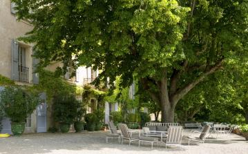 Gorgeous 17th century chateau with Pool. 8 bedrooms to sleep up to 14. (LUB104Q)