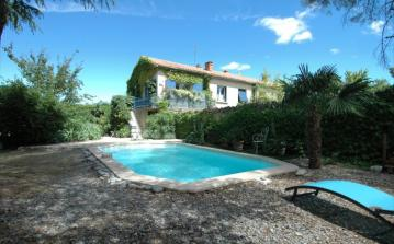 Delightful Property in the Luberon, Provence. Heated Pool. Sleeps 4-6 (LUB106)