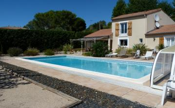 Extremely well-presented villa with large pool. 3 bedrooms, sleeps 8 (MAG112)