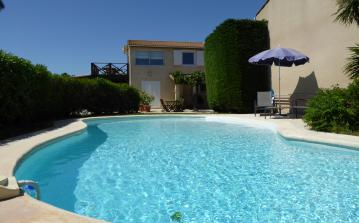 MARS106 - Beautiful apartment located in Marseillan, complete with 1 bedroom and a private pool near beach. Sleeps 2.