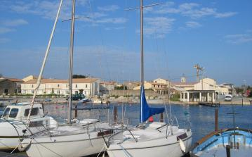 Modern and spacious holiday home with a wonderful sea view, walking distance to amenities and beach. Sleeps 4. (MARS119)