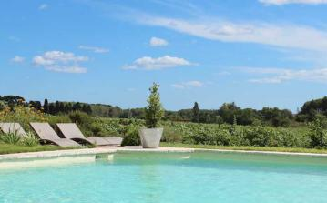 Traditional French gite, on a wine-producing domaine between Montagnac and Mèze with a shared swimming pool. Sleeps 6. (MEZ101J)