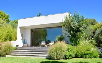Airy and Sun-Filled Contemporary Villa with Pool close to Montpellier Centre. 4 Bedrooms, sleeps 8 (MONT122GN)