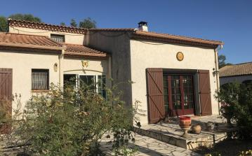 Villa in Quiet Location. Easy Walk to Shops. Pool. 3 bedrooms to sleep 6 (MONT150)