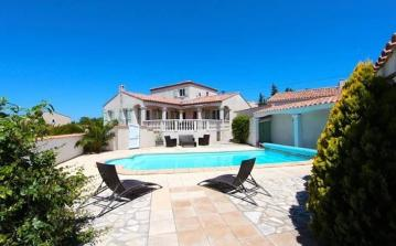Modern Villa with Big Garden and Private Pool. 4 bedrooms to sleep 6-8 (NARB113)