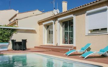 3 bedroom holiday home to sleep 7 near narbonne languedoc roussillon (NARBFLA183)