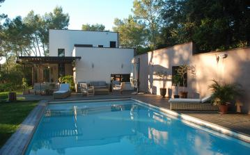 Contemporary luxury villa with heated swimming pool and mazet (independent studio) (NIM102)