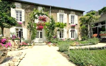 Classically elegant 19th century luxury Maison with indoor pool. Sleeps 8 in 4 bedrooms. (OLON103)
