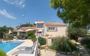 Extremely Spacious Villa with Private Pool. Sleep 8-9 in 4 bedrooms. (PEZ139)