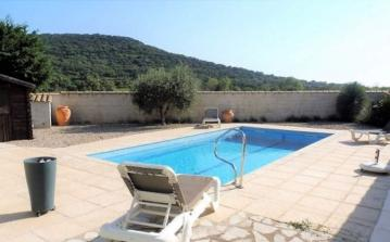 Lovely villa that sleeps 8 people, with a private pool (PEZ142)