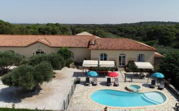Gite to sleep 13 with private pool, near beach, 10 minutes from Beziers (POR107)