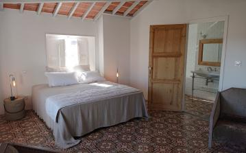 Luxury Bed and Breakfast Suite, to sleep 4 people (POR112)