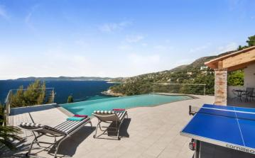 Lovely house near sea with infinity pool sleeps 8 (PROV101ol)
