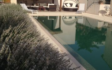 PUIL108 - Dainty, modern and cosy apartment located in Puissalicon. Private infinity pool, sleeps 2.
