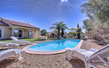 Puisserguier, holiday villa, private pool, summer, relax, pool sun lounger, green garden, palm trees, south of france, property, rent, french living.