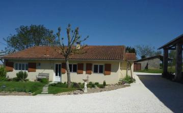 Great Little House with Panoramic Views. Near Riberac, Dordogne. 2 bedrooms, sleeps 4 to 6 (RIBE101)