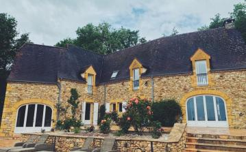 Luxury Chateau with Pool and Hot Tub. 5 bedrooms to sleep 10 (SARL102)