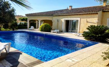 SAUV101 - Villa with large private pool, 6 bedrooms, 5 minutes from beaches