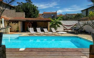 Beautiful 3 bedroom house in the centre of Sauvian with private heated pool and air-con, 10 mins to beach, short walk to amenities. Sleeps 6. (SAUV107)