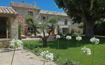 18th Century Luxury Villa, St Remy de Provence. 4 bedrooms, sleeps 8 (SRDP118EE)