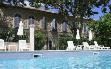 Renovated Apartment with Shared Heated Pool in beautiful ancient Priory. Sleeps 4. (SRDP119)