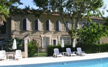 Modern Apartment, Shared Pool near St Remy de Provence and Avignon. Sleeps 4-5. (SRDP119)