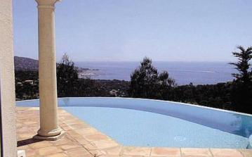 Beautiful property in Sainte Maxime with panoramic sea views, terrace, private swimming pool and 4 bedrooms. Sleeps 8. (STMX128)