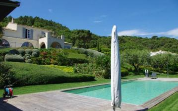 Luxury Amazing Mansion in St Tropez with private swimming pool. Sleeps 10. (STPZ104D)